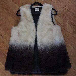 Faux fur fashion vest size L. Cream/brown